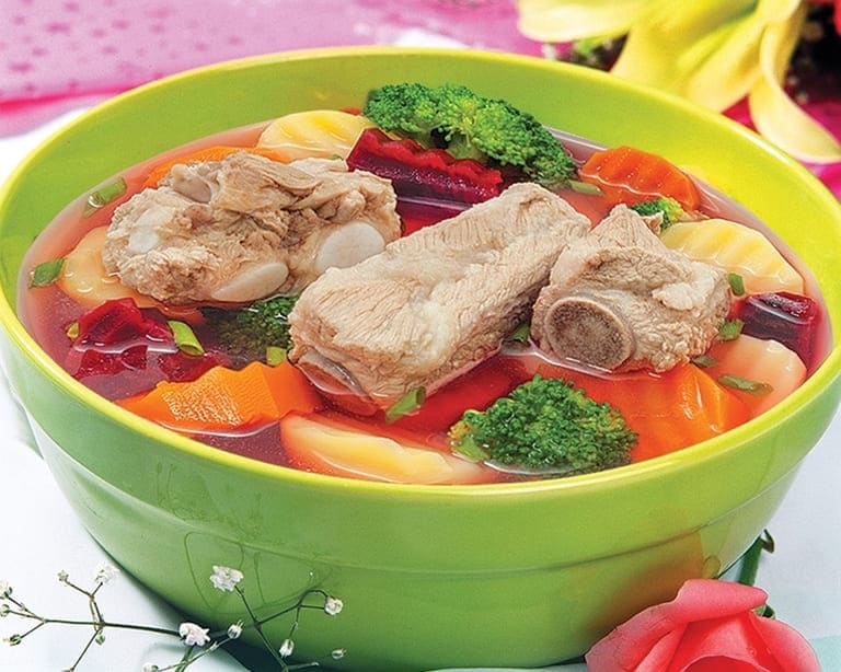 Canh rau củ và một ít thịt nên thường có trong các bữa ăn chính của người đau dạ dày muốn giảm cân