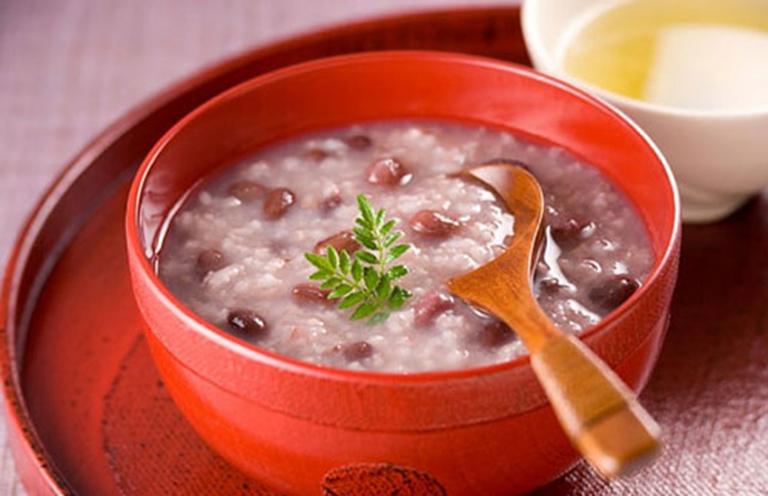 Cháo lạc đậu đỏ rất tốt cho người bị đau dạ dày và hỗ trợ điều trị bệnh