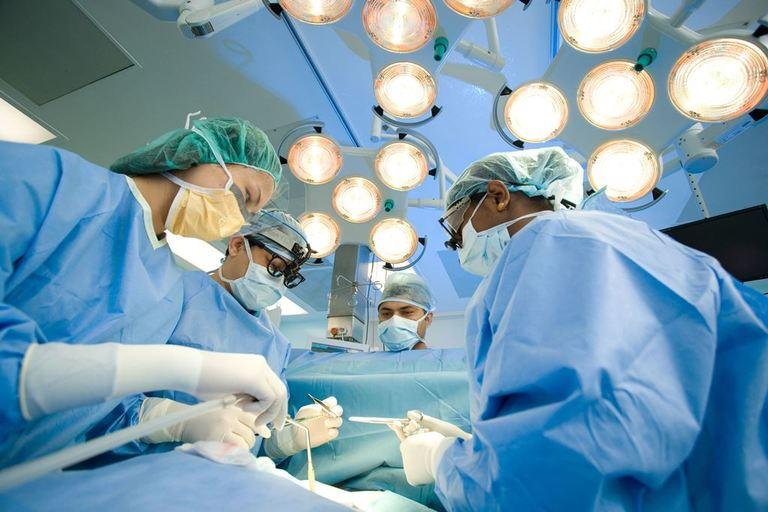 Chi phí cắt trĩ phụ thuộc vào 3 yếu tố chính: phương pháp phẫu thuật, cơ sở vật chất nơi nơi thực hiện và tình trạng sức khỏe của người bệnh
