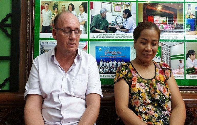 Ông Peuker Steffen, 55 tuổi, quốc tịch Đức chia sẻ quá trình điều trị bệnh vẩy nến á sừng của mình