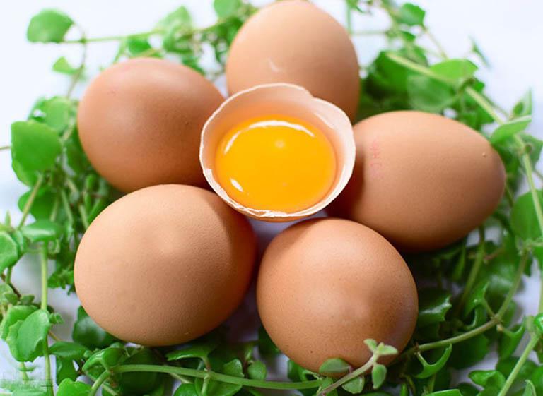 Lòng đỏ trứng gà có khả năng bồi bổ dương khí của nam giới, sinh tinh và chữa yếu sinh lý rất tốt