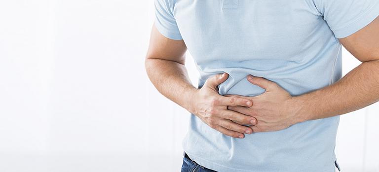 Đau bụng là triệu chứng thường gặp khi bị polyp trực tràng