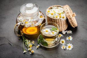 Trà hoa cúc giúp giảm co thắt dạ dày, ruột cải thiện cơn đau dạ dày đáng kể