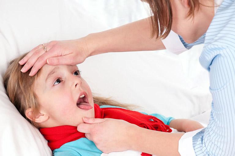 đau rát cổ họng là bệnh gì