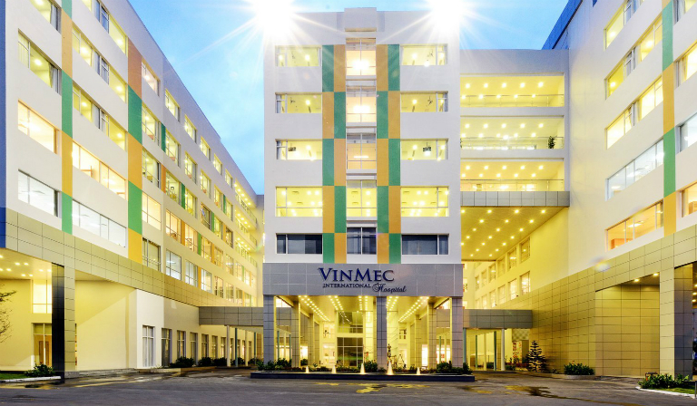 Bị đau tinh hoàn, nam giới có thể lựa chọn khám tại bệnh viện Đa khoa Quốc tế Vinmec.Bị đau tinh hoàn, nam giới có thể lựa chọn khám tại bệnh viện Đa khoa Quốc tế Vinmec.