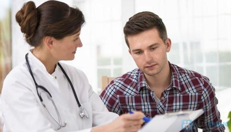 Khi nghi ngờ mắc bệnh bạn nên đến gặp bác sĩ để thăm khám và phác đồ điều trị phù hợp