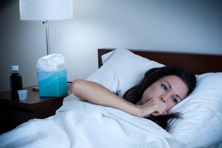 Ho khan về đêm hoặc sáng sớm là triệu chứng đặc trưng của bệnh hen suyễn
