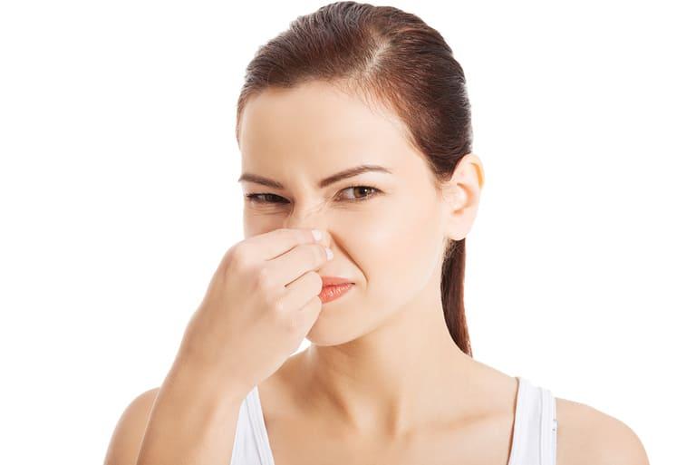 Nếu trong huyết trắng có sự xuất hiện một số loại nấm hoặc vi khuẩn gây viêm nhiễm thì người ta gọi là khí hư