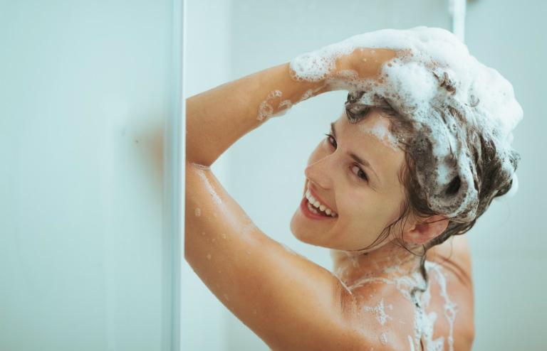 Để phòng tránh mắc bệnh phụ khoa, bạn cần tắm gội hàng ngày, vệ sinh vùng kín đúng cách, khám phụ khoa định kỳ mỗi năm,...