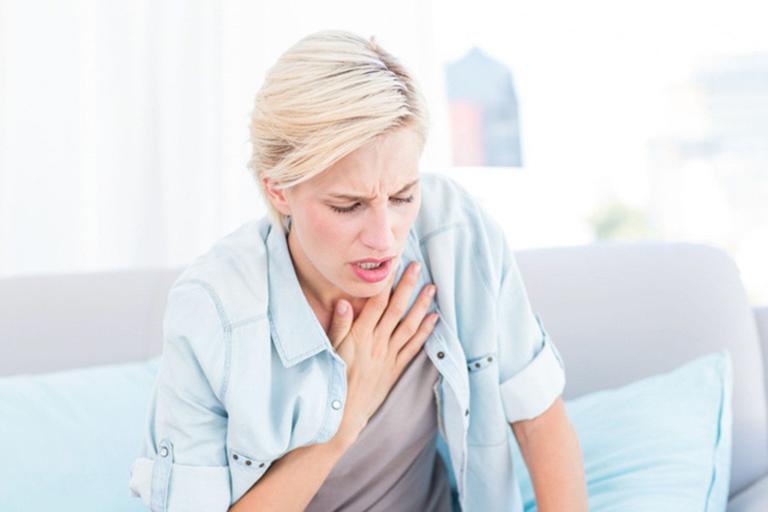 Khó thở là triệu chứng thường gặp khi bệnh lao thanh quản chuyển sang nặng