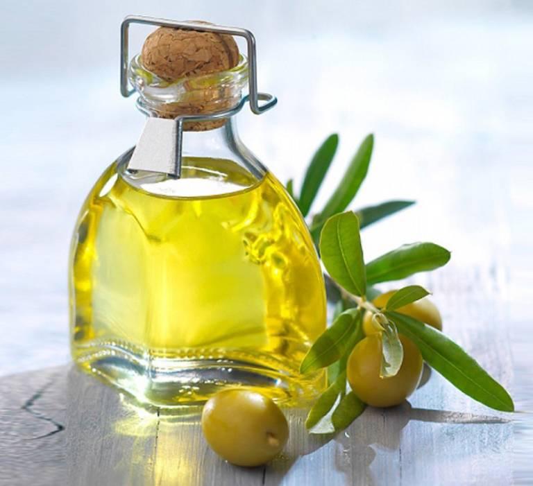 Tinh dầu ô liu có thể dùng kết hợp với dầu dừa hoặc lòng đỏ trứng gà và nước cốt chanh