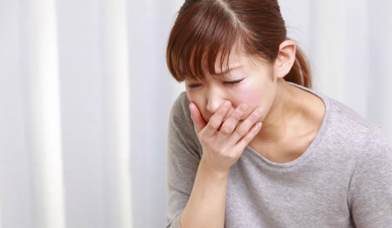 Triệu chứng thường thấy của bệnh viêm loét dạ dày đó là nôn mửa, đau bụng, ợ hơi, ợ nóng,...