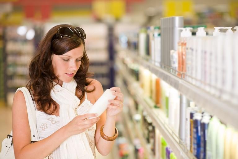 Nên sử dụng dầu gội có nguồn gốc từ thiên nhiên để tăng cường hiệu quả bảo vệ tóc