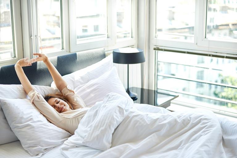 Để tăng hiệu quả điều trị, bạn nên sử dụng nước miếng lúc sáng vừa ngủ dậy