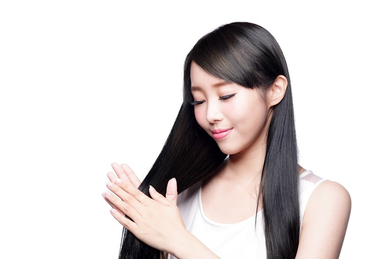 Chế độ dinh dưỡng cân bằng và phù hợp sẽ giúp bạn có mái tóc chắc khỏe tự nhiên