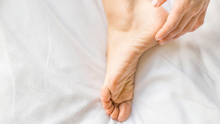 trị mụn cóc ở chân