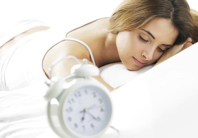 Ngủ đủ giấc giúp tăng cường sức đề kháng, giúp cơ thể có khả năng chống lại tác nhân gây hại