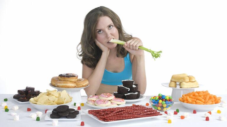 Ăn uống không đủ chất là một trong những nguyên nhân phổ biến gây ra các rối loạn về kinh nguyệt