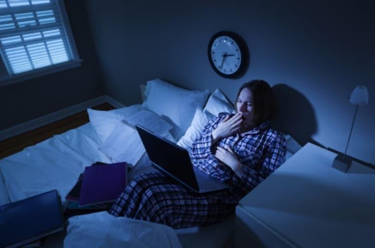 Thói quen sinh hoạt và ăn uống không khoa học và một trong những nguyên nhân phổ biến gây rối loạn kinh nguyệt