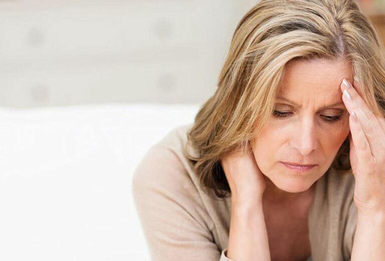 Rối loạn kinh nguyệt là vấn đề thường gặp của chị em, nhất là những người bước vào độ tuổi mãn kinh và tiền mãn kinh