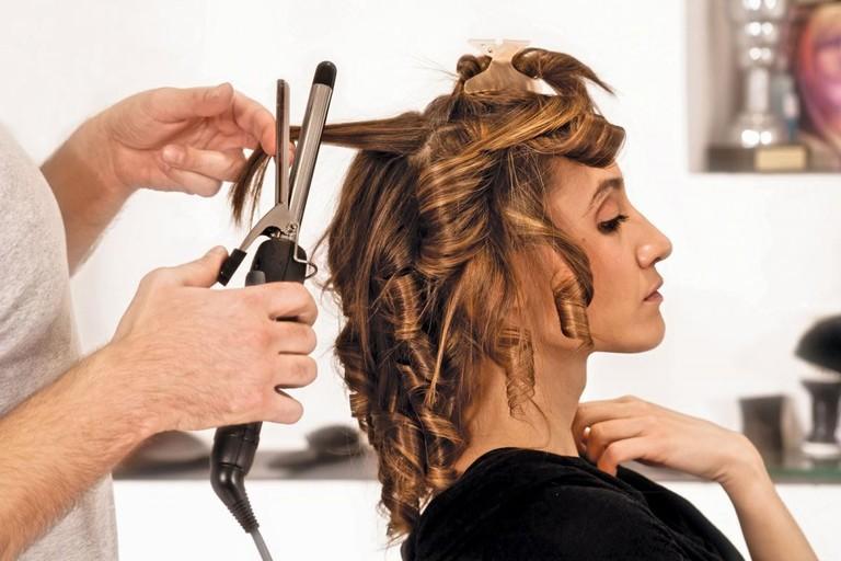 Tạo nhiều kiểu tóc với chất hóa học khiến tóc rụng