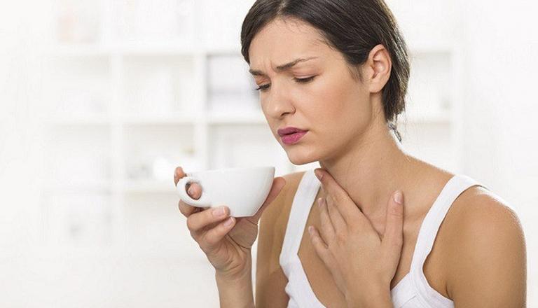 U nang thanh quản gây khàn tiếng và có cảm giác nuốt vướng ở cổ