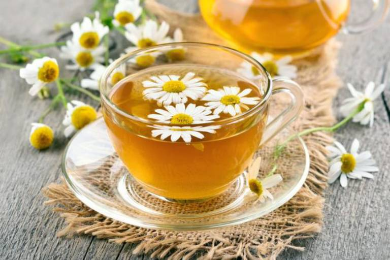 Trà hoa cúc giúp xoa dịu các kích thích ở dạ dày hiệu quả