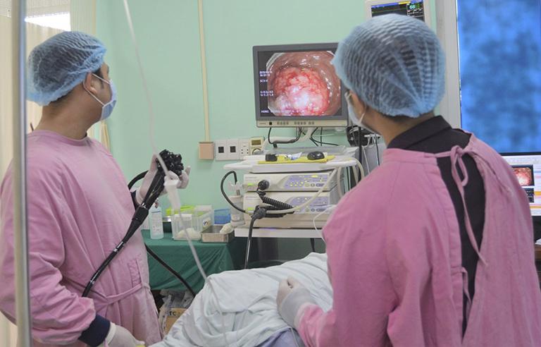 Nên cắt polyp đại tràng ở đâu để đảm bảo hiệu quả và an toàn?