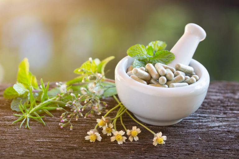 Với các trường hợp rong kinh cơ năng, sử dụng thảo dược hỗ trợ tốt hơn việc dùng thuốc
