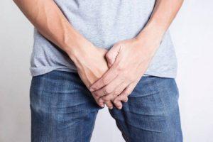 Sa tinh hoàn là hiện tượng thường gặp do nhiều nguyên nhân gây ra và có thể liên quan đến các bệnh lý nguy hiểm