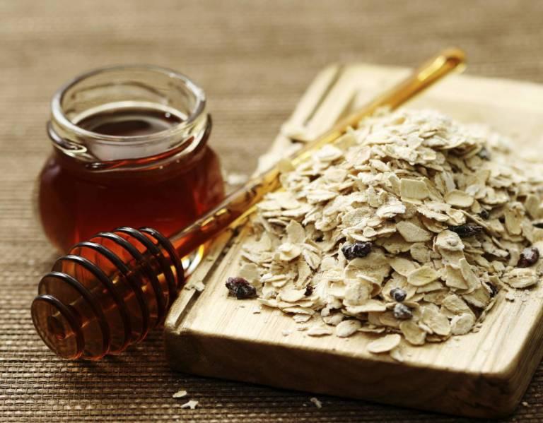 Bột yến mạch kết hợp mật ong là bài thuốc trị dị ứng an toàn hiệu quả