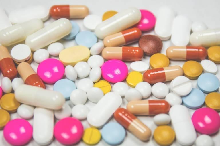 Thuốc Tây y chỉ được sử dụng sau khi đã thăm khám bác sĩ