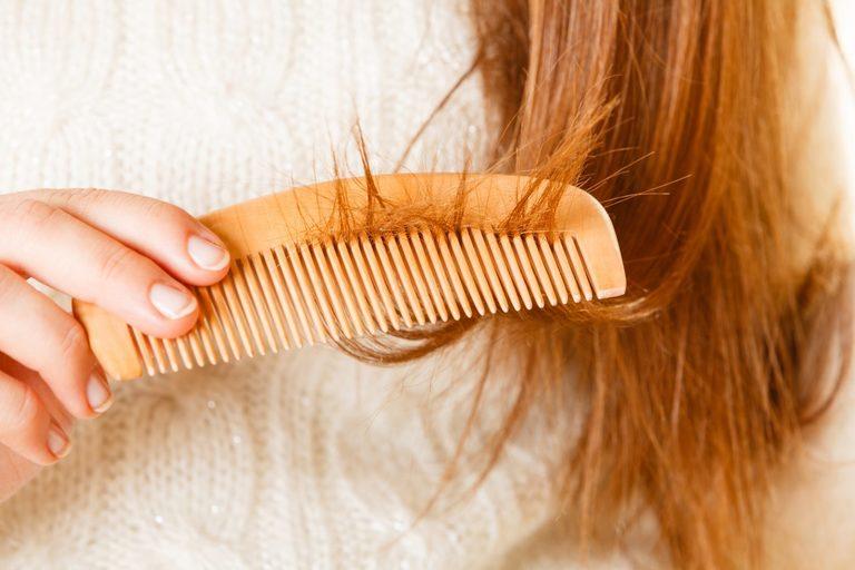 Mùa đông, tóc rụng nhiều hơn bình thường. Tình trạng này còn gọi là rụng tóc theo mùa