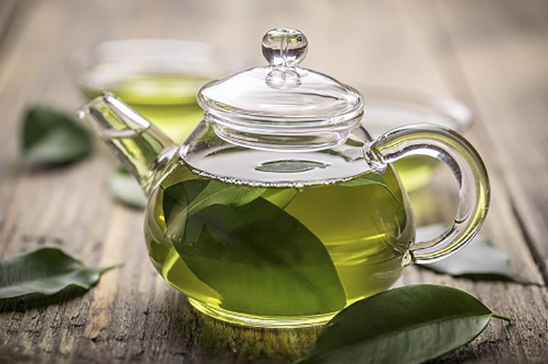 Dùng trà xanh uống mỗi ngày giúp cải thiện tình trạng đau rát khó chịu ở cổ họng rất hiệu quả