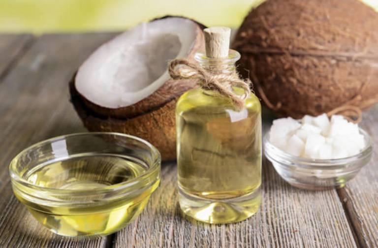 Có nhiều cách chống rạn da khi mang thai bằng dầu dừa