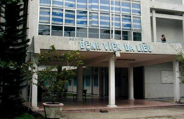 Tại TP. HCM, bệnh viện Da liễu là một cơ sở y tế chuyên điều trị các bệnh da liễu, trong đó có viêm nang lông.