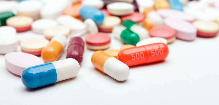 Người bệnh viêm nang lông có thể điều trị bằng thuốc kháng sinh, thuốc bôi, tiểu phẫu,...