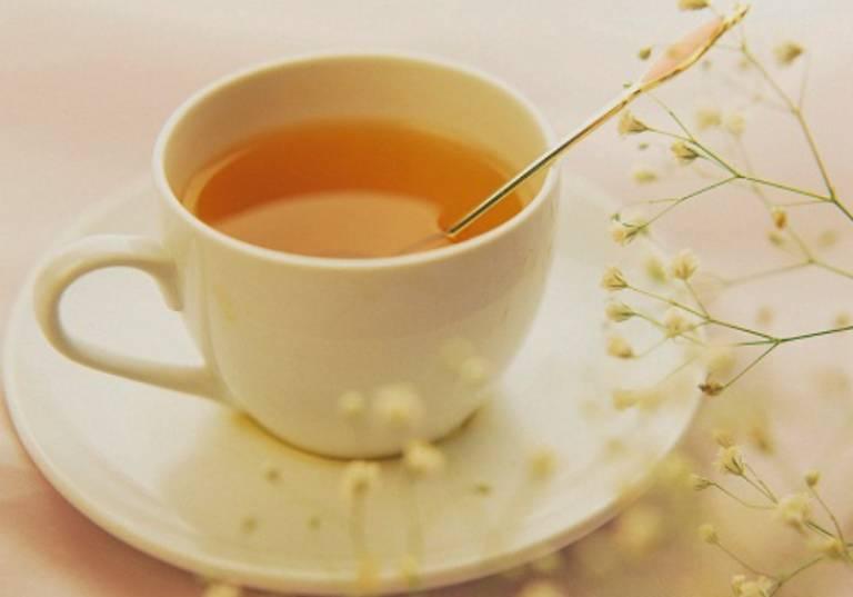 Uống mật ong pha nước ấm có tác dụng làm giảm cơn đau dạ dày nhanh chóng