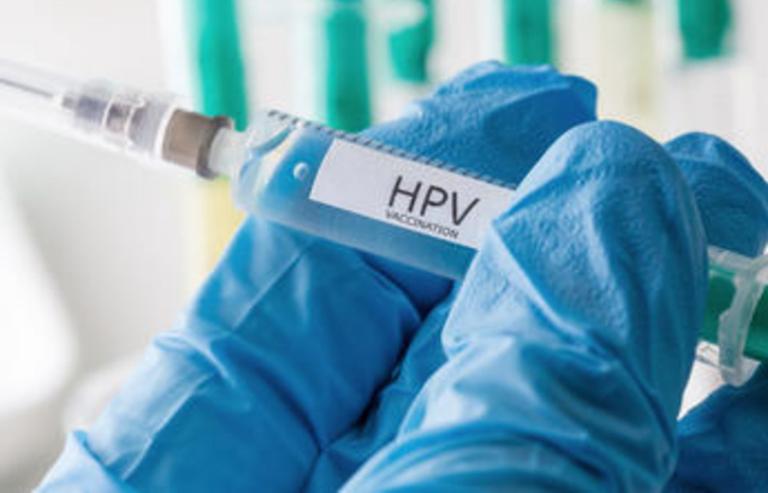 Tiêm vắc xin phòng ngừa HPV đầy đủ theo chỉ định của Bộ Y tế để phòng bệnh