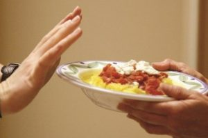 Bạn nên tránh ăn những thực phẩm khó tiêu và nhiều dầu mỡ cách ngày nội soi từ 3 - 4 ngày