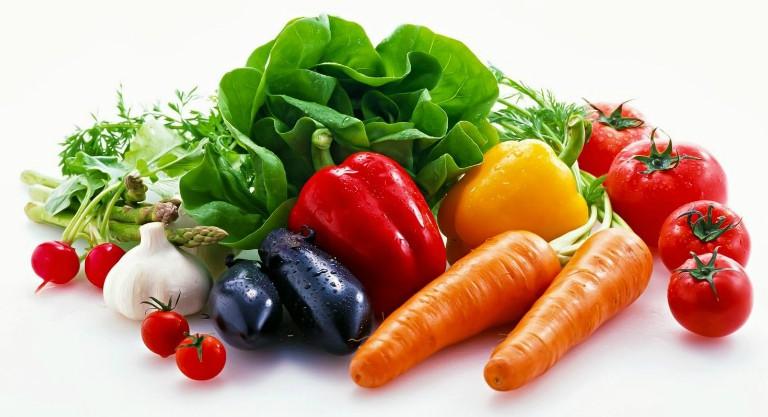 Điều trị trĩ nội ở cấp độ nhẹ bằng cách dùng thuốc đặt hậu môn, tăng cường ăn nhiều rau củ tươi,...