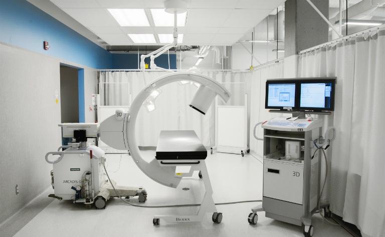 Bệnh viện Da liễu Trung Ương có hệ thống cơ sở vật chất hiện đại, nhiều thiết bị kỹ thuật cao trong việc khám và điều trị bệnh.