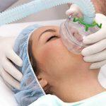 Biến chứng nguy hiểm sau khi phẫu thuật cắt amidan là xuất huyết và sốc phản vệ. Chúng có thể đe dọa trực tiếp đến tính mạng