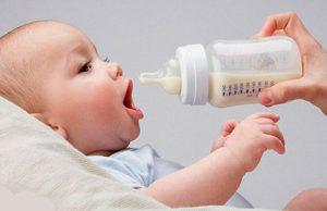 Đối với trẻ dùng sữa công thức, hãy thử đổi loại sữa khác nếu trẻ bị táo bón