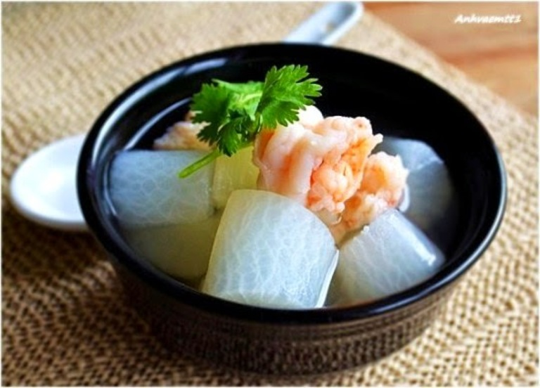 Canh củ cải nấu với tôm là món ăn rất tốt cho người bị viêm xoang sàng