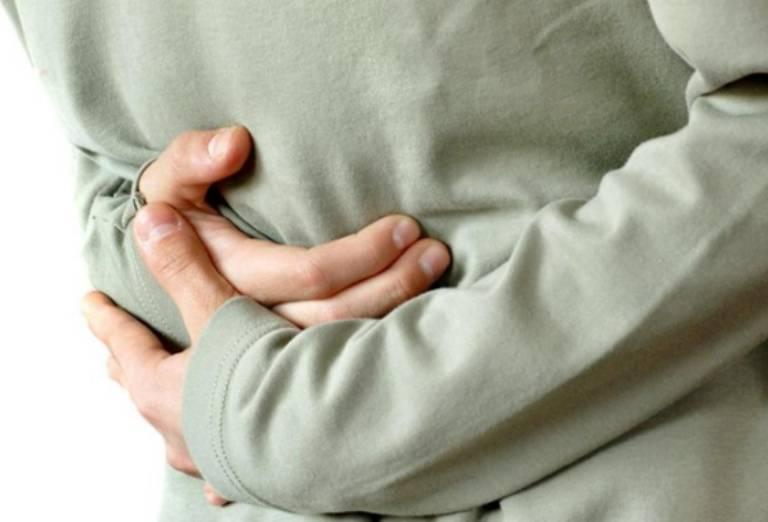 Đau bụng táo bón là tình trạng thường gặp với cảm giác ấm ách, bụng trướng khó chịu