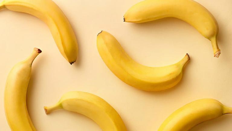 Người bệnh đau dạ dày nên ăn các loại thức ăn lành tính như chuối, đu đủ, tôm, cơm mềm,...
