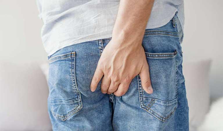 đau vùng hậu môn khi ngồi