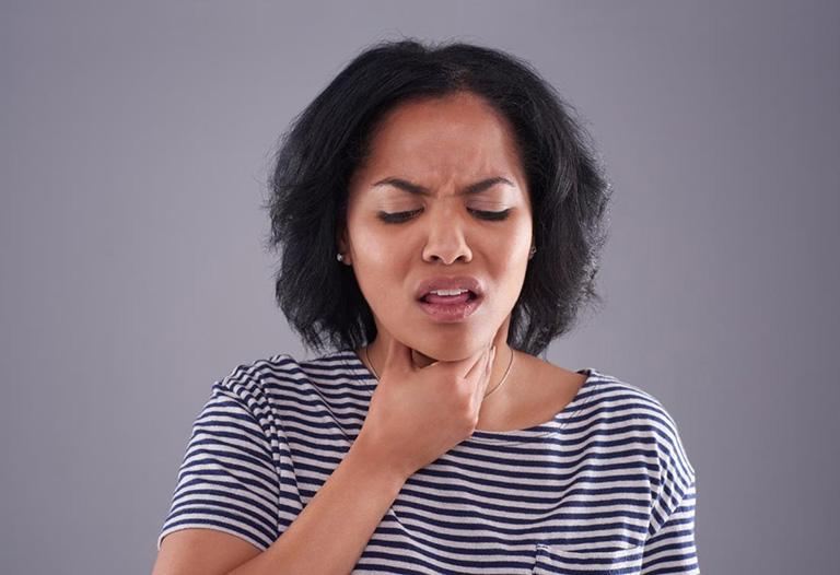 Đau họng khó thở