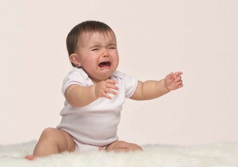 Tình trạng táo bón ở trẻ sơ sinh không khó trị nhưng rất dễ xảy ra biến chứng nếu ba mẹ không biết cách và chủ quan